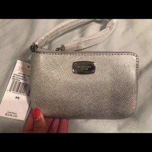 MICHAEL Michael Kors Bags - ✨BRAND NEW W/ TAGS✨ Michael Kors wristlet